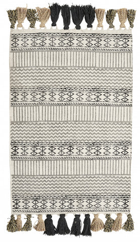 GRAPHIC canvas carpet w/fringes small