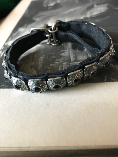 Goti 925 Oxidised Silver and leather bracelet with black stones