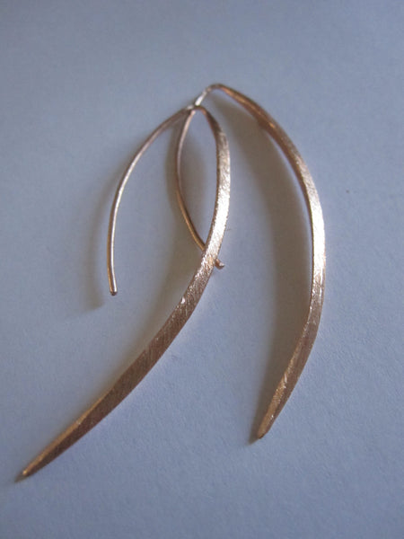 Curved Drop Earrings Plated in Rose Gold