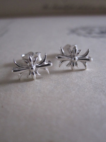 925 Shiny Silver Patonce cross studs