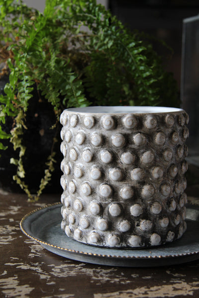 flower pot dots antique white