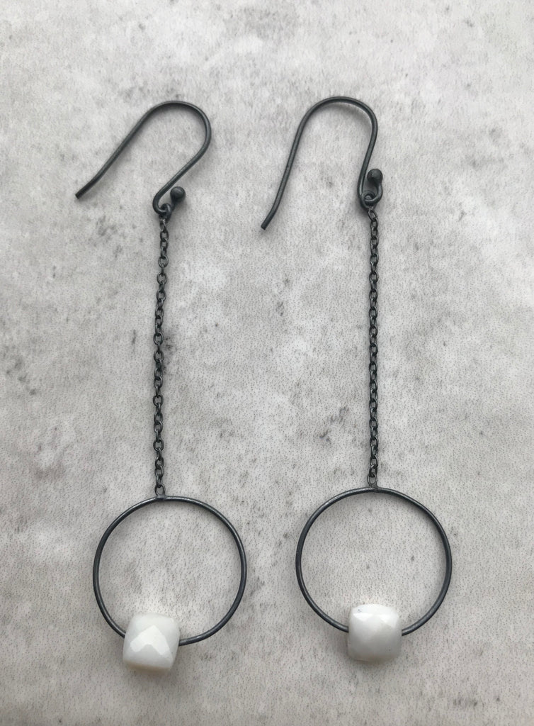 Chain and circle white agate earrings