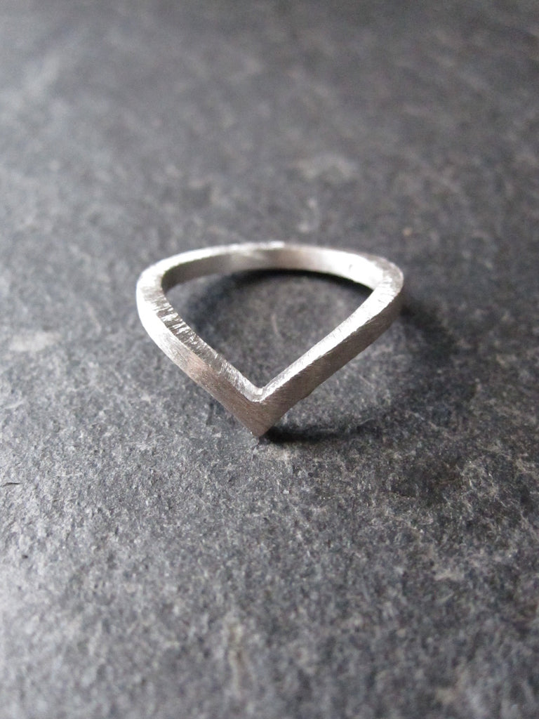 Chevron ring - brushed silver