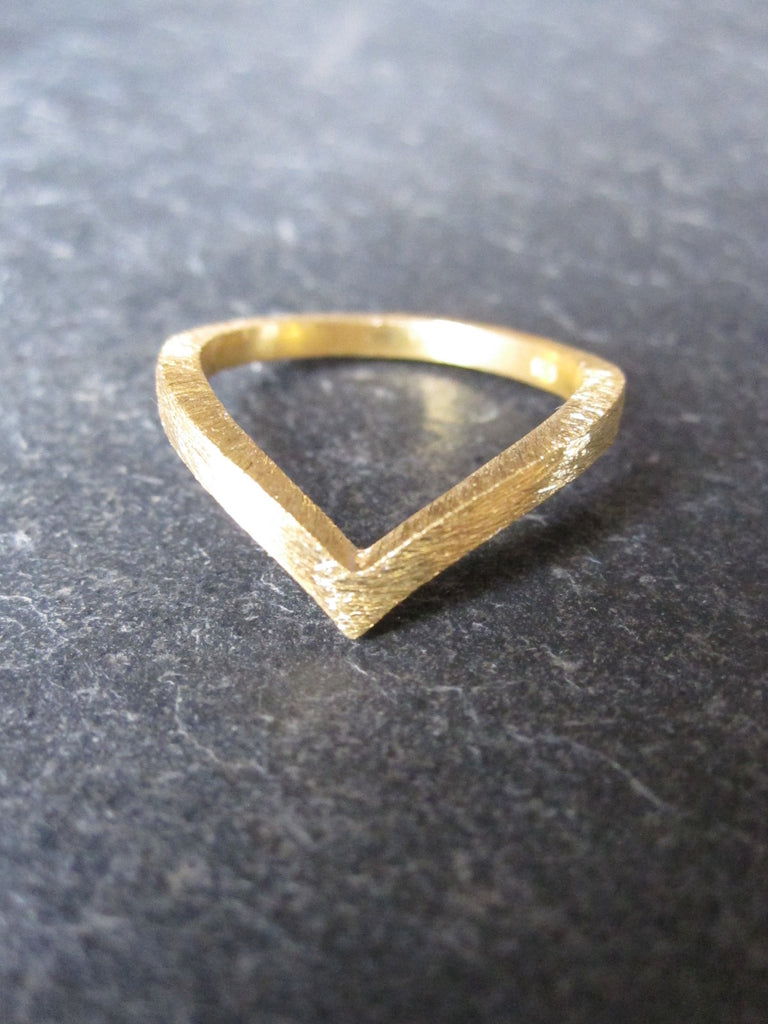 Chevron ring - brushed gold plated