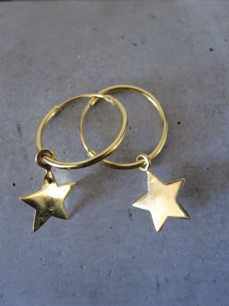 Small star hoop earrings - gold