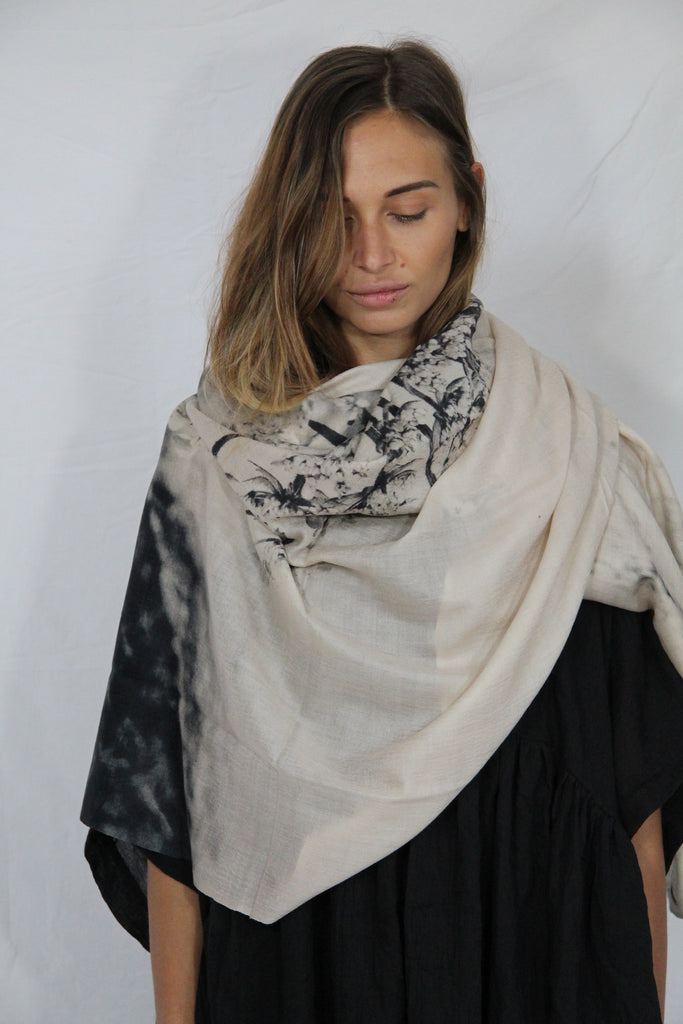 WDTS 100% Cashmere shawl - Flor Blanca