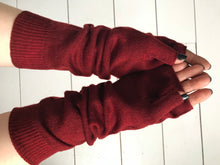 WDTS - Arm warmers in red berry wool