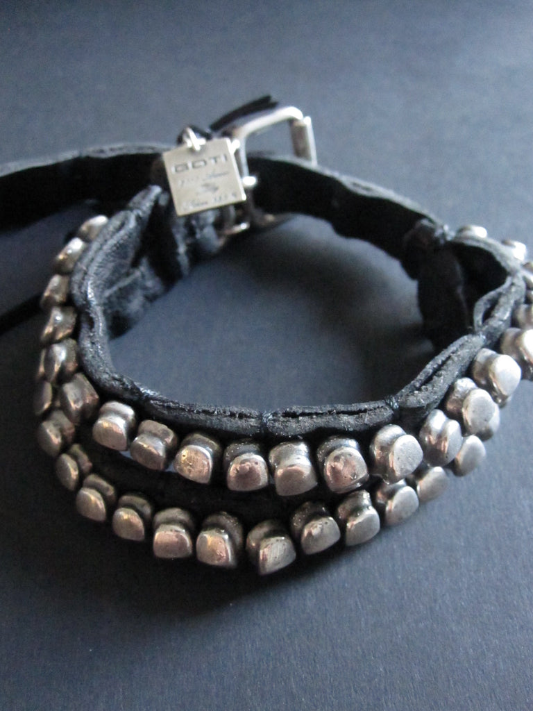 Goti leather bracelet with 925 Silver nuggets BR116