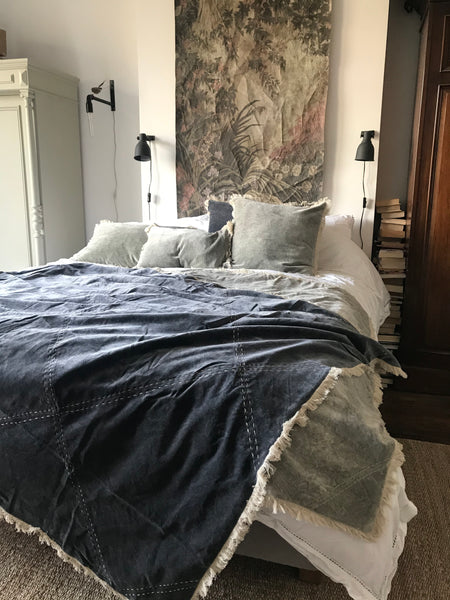 Stonewashed Velvet throw - Charcoal