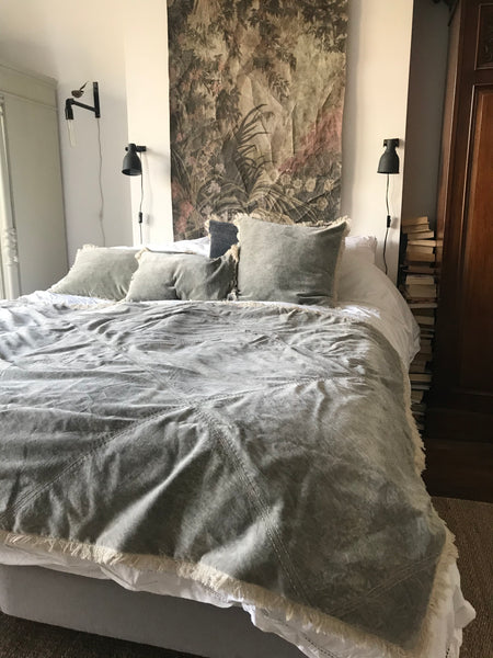 Stonewashed Velvet throw - Cloud