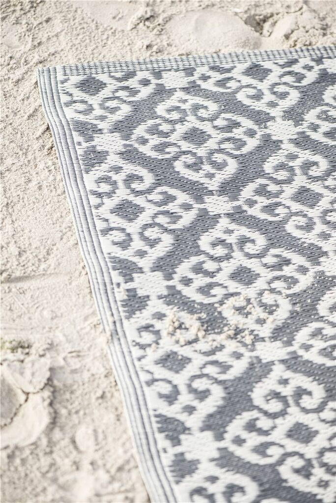 Rug pattern recycled plastic