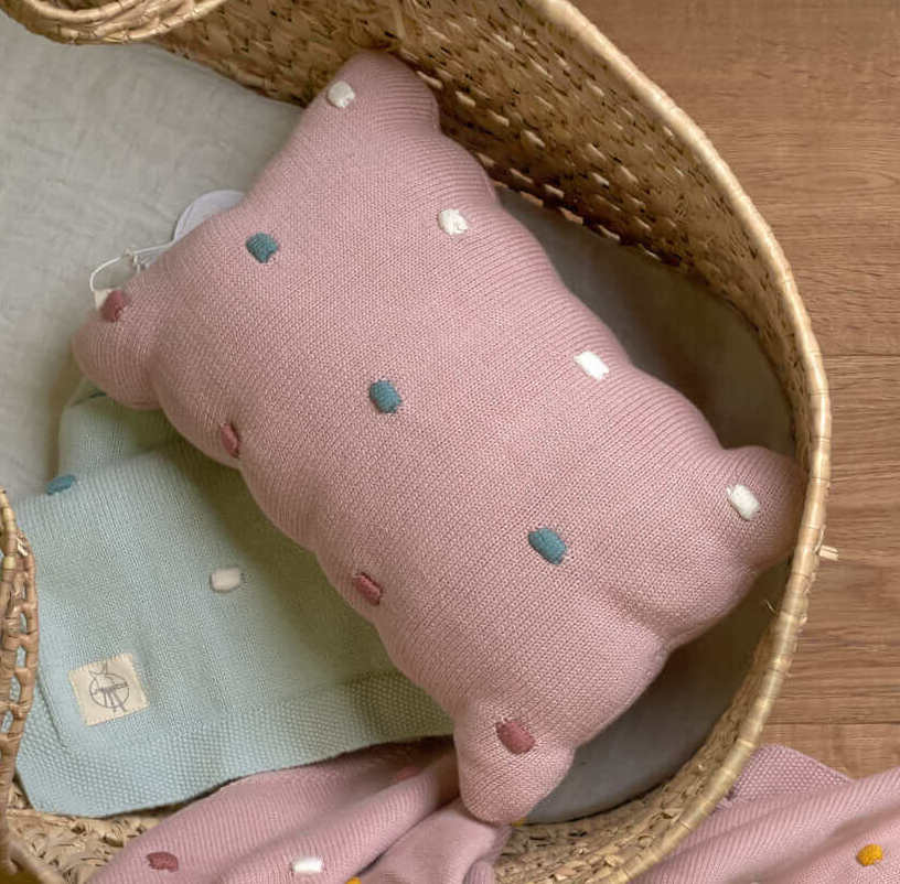 Lässig - Dots dusky pink knitted pillow