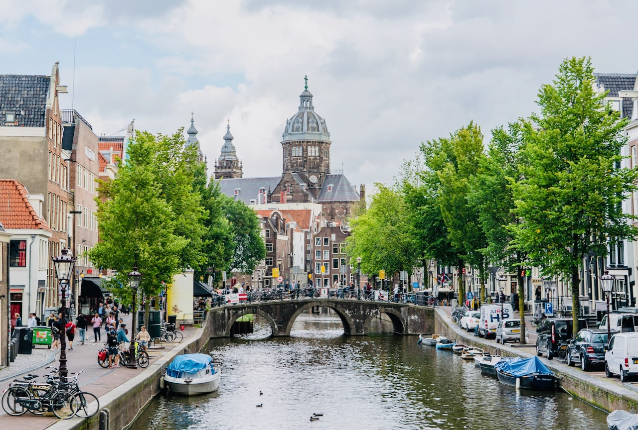 Indepth private guided walking tour of Amsterdam with a coffeeshop experience