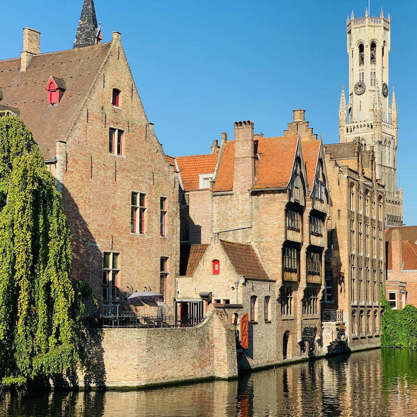 an image of Amsterdam Muiderslot Castle with its gardens