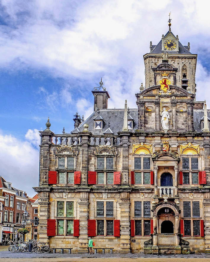 Image of the medieval city hall of Delft
