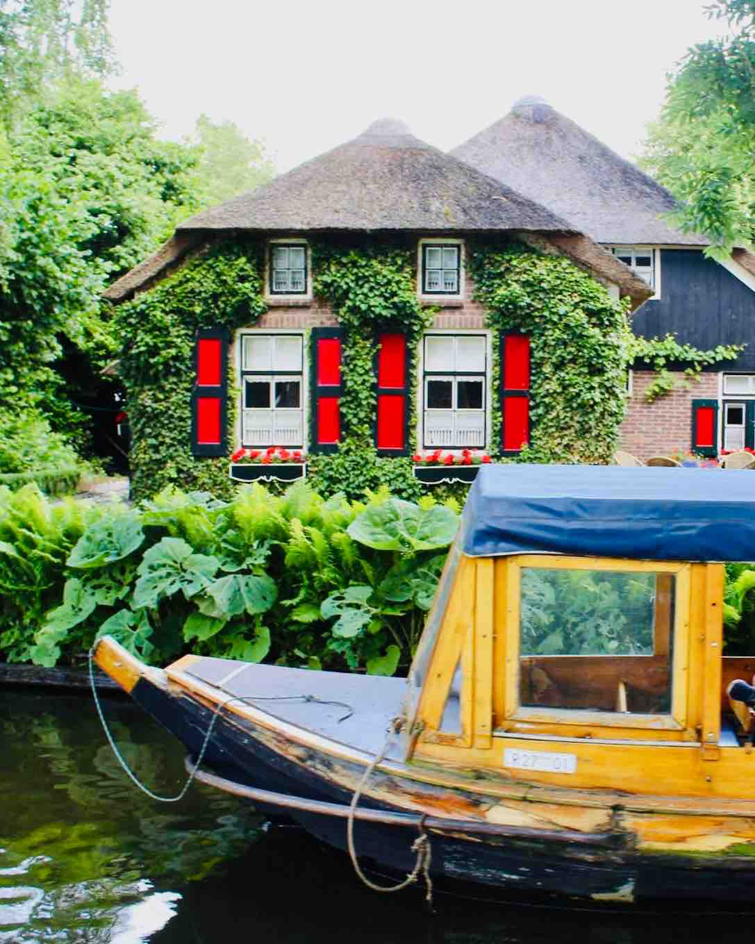 image of canal boat ride in Giethoorn