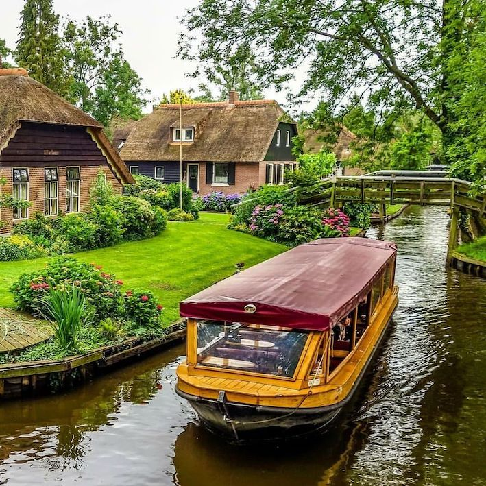 amsterdam winter tour to giethoorn for a canal cruise