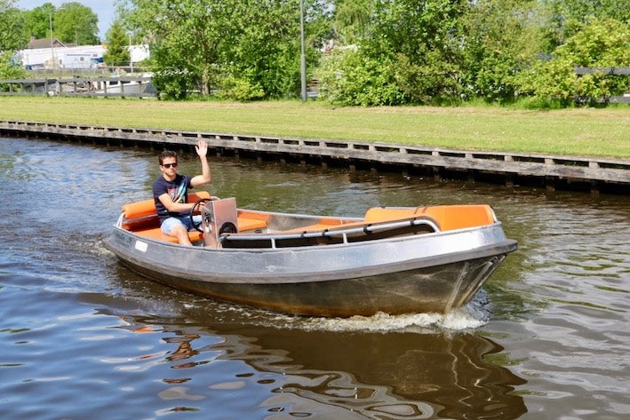 a beautiful image of an electrical boat in Giethoorn