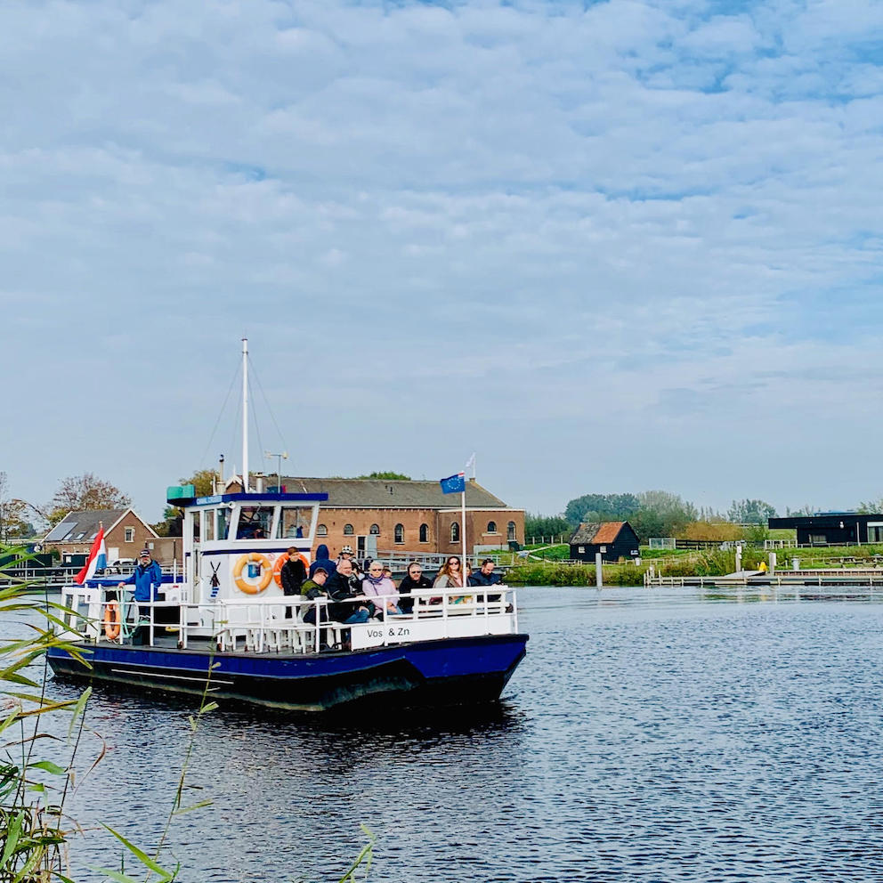 image of the canal cruiser of Kinderdijk