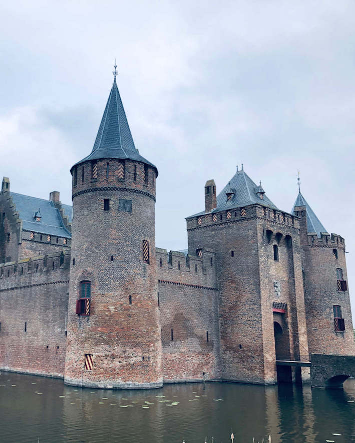 dramatic castle amsterdam  Tulip Day Tours