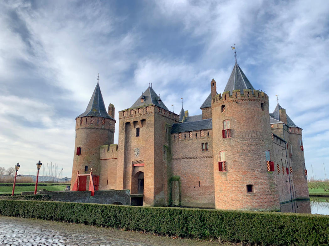 image of miuderslot castle amsterdam in the sun with a blue sky