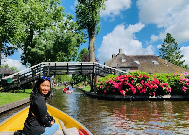 private boat tour in Giethoorn