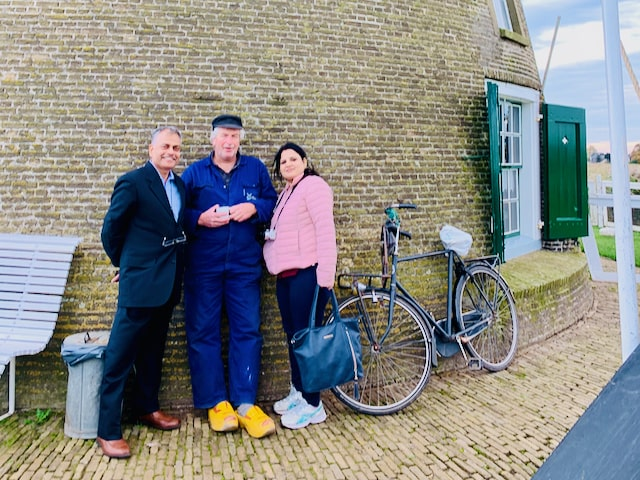 couple from India talking with a Dutch miller at Kinderdijk world heritage with Tulip Day Tours