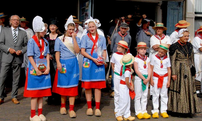 image of people wearing traditional clothing on the cheese market of Edam
