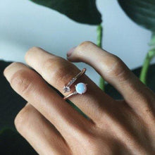 Load image into Gallery viewer, Minimalist Opal 14k Gold Ring