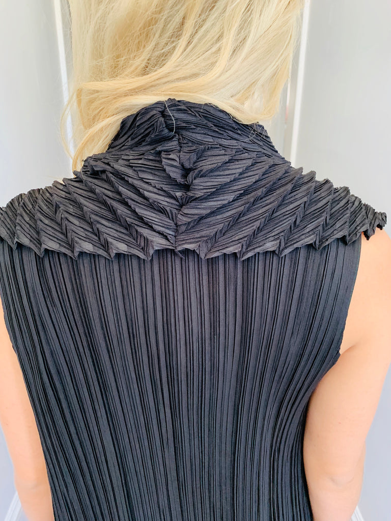 Black Long Pleated Vest
