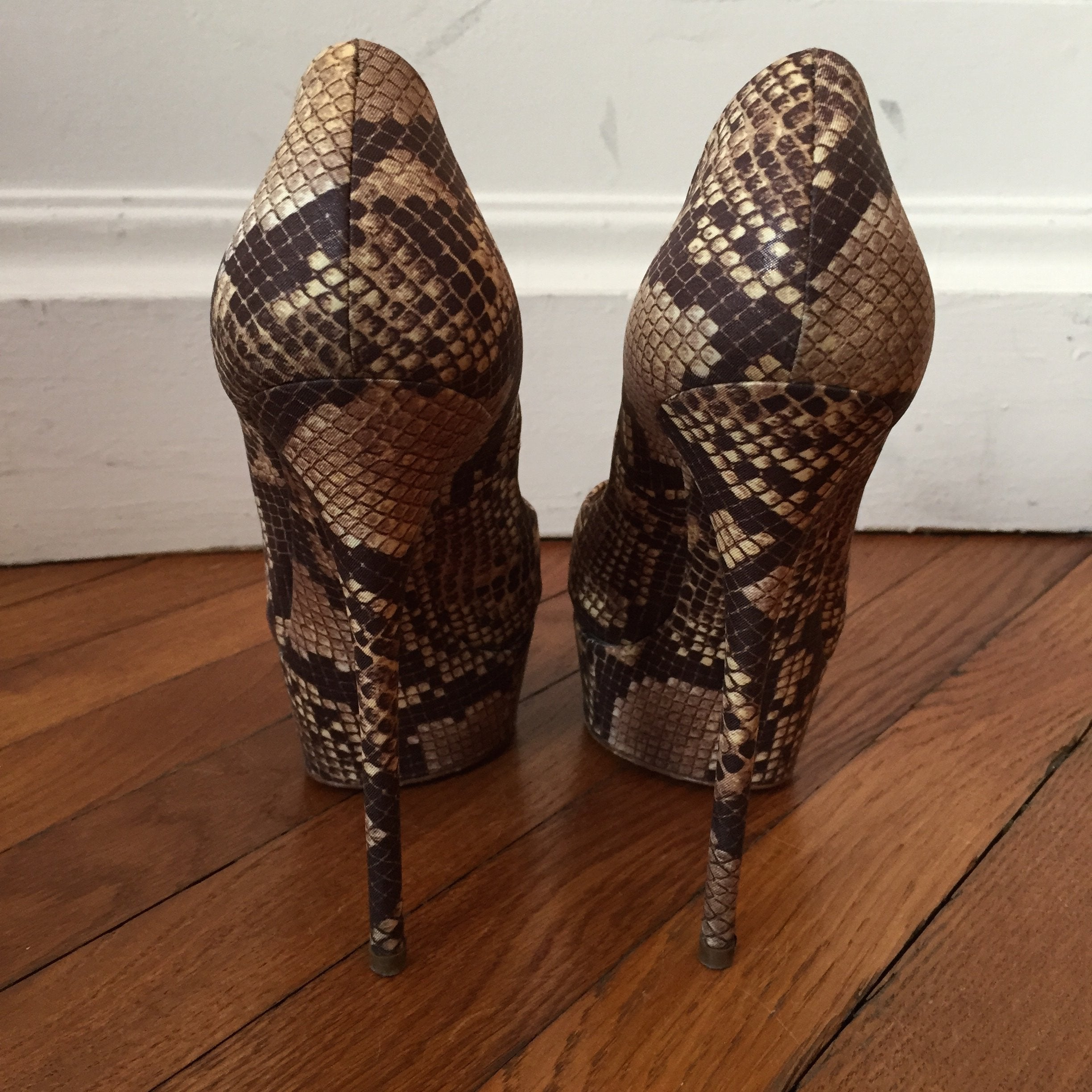 Escarpins Casadei Serpent T.37