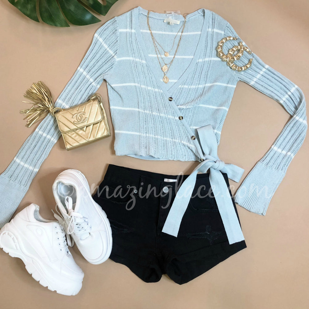 BLUE WRAP SWEATER AND PLATFORM SNEAKERS OUTFIT