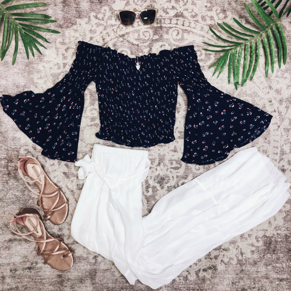 NAVY BELL SLEEVE TOP WITH WHITE PANTS OUTFIT