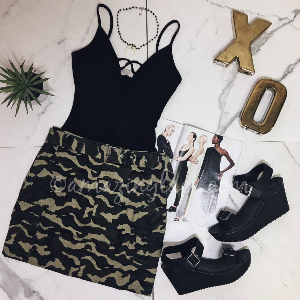 CAMO SKIRT AND BLACK BODYSUIT OUTFIT