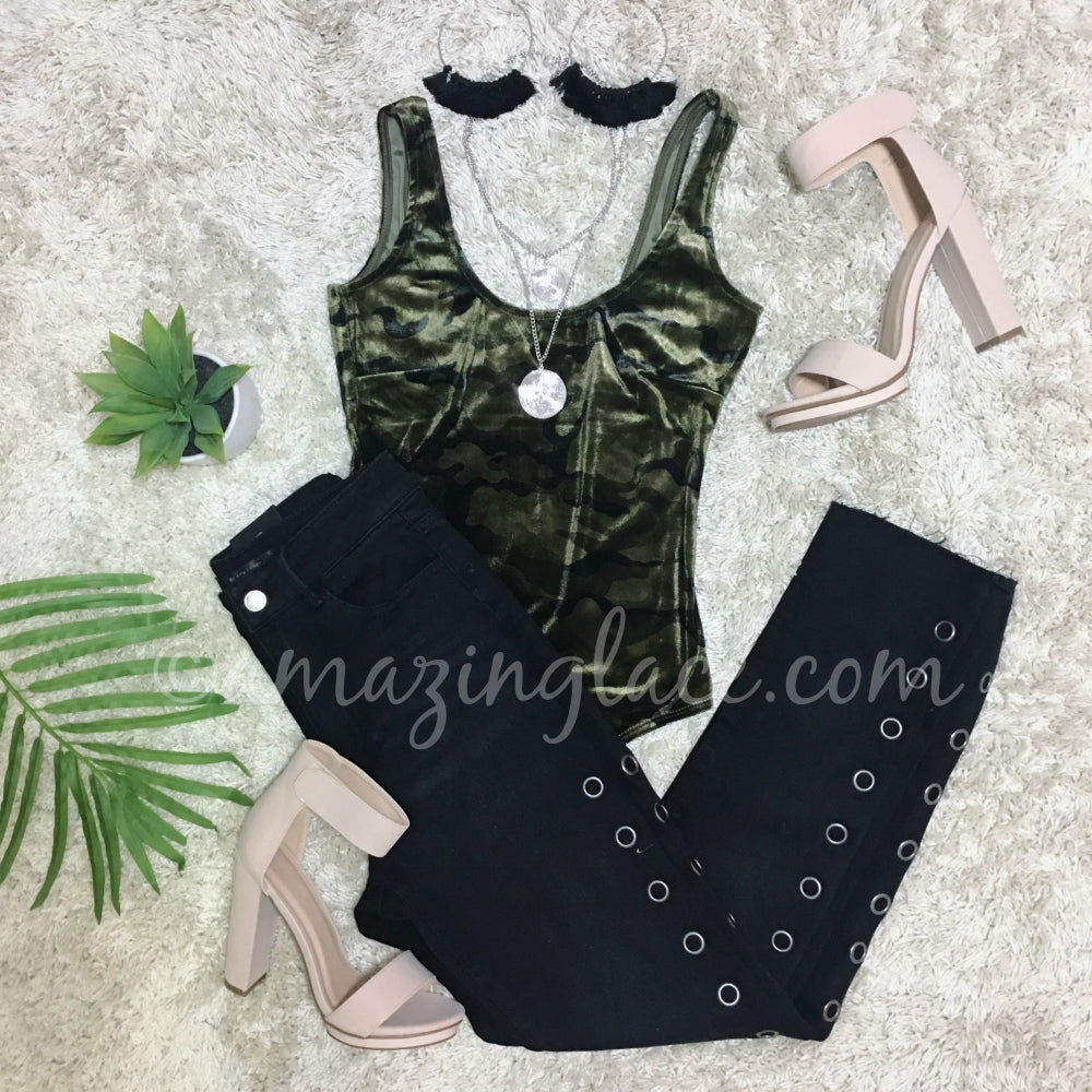 CAMO BODYSUIT AND GROMMET JEANS OUTFIT