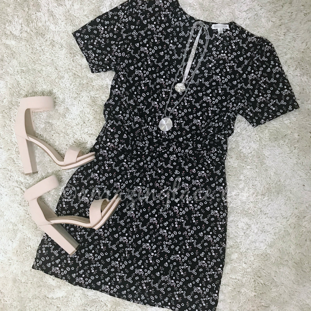 BLACK FLORAL TIE FRONT DRESS AND NUDE HEELS OUTFIT