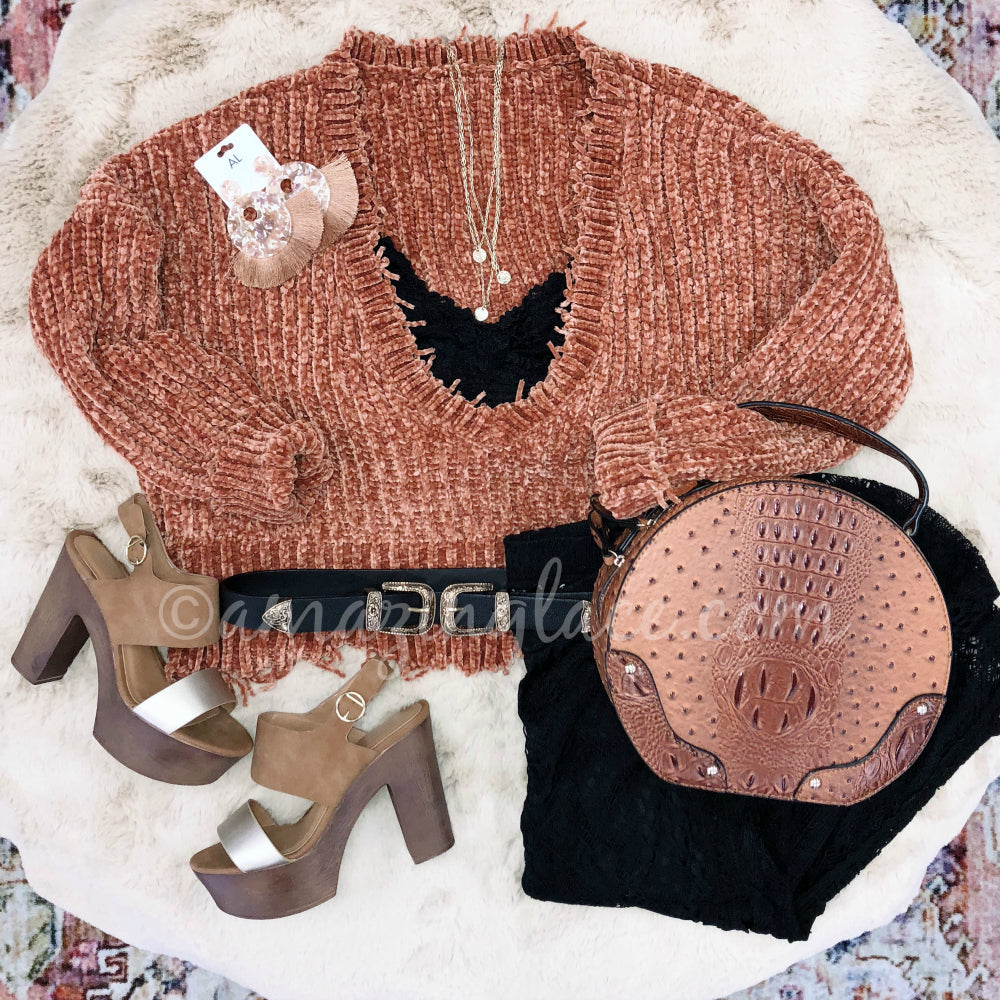 GUCCI CHENILLE SWEATER AND GOLD WOODEN HEELS OUTFIT