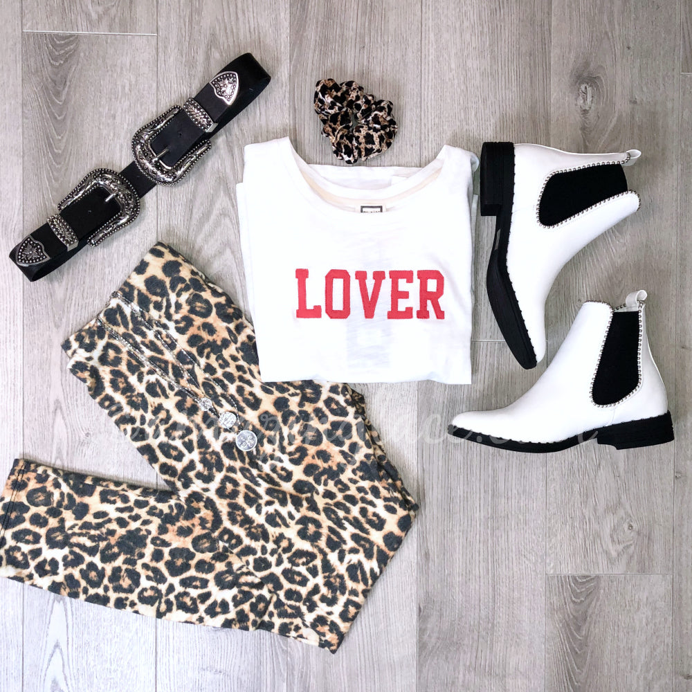 LOVER TOP AND LEOPARD LEGGINGS OUTFIT