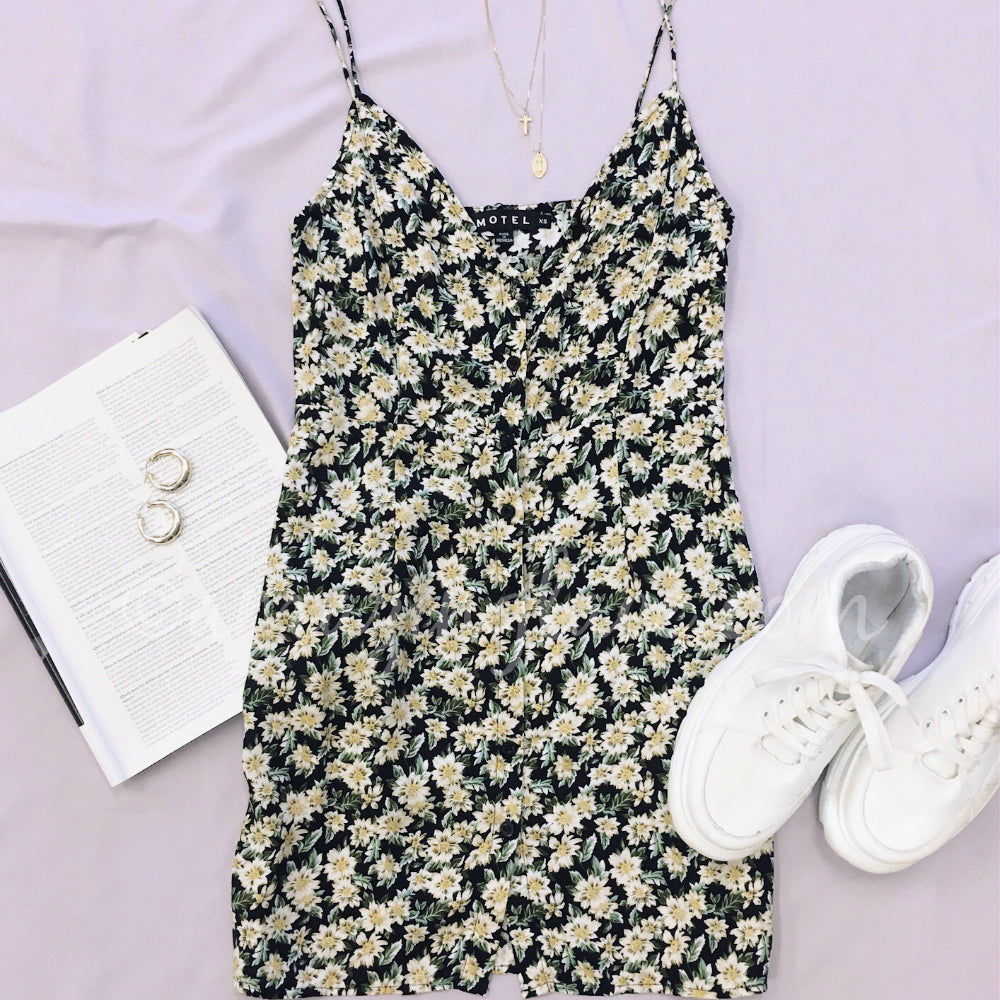 MOTEL FLORAL DRESS AND SNEAKERS OUTFIT