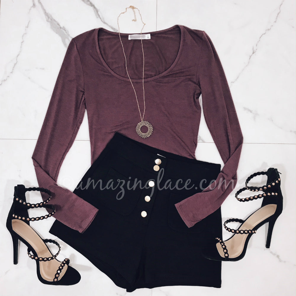 SANGRIA BODYSUIT AND BLACK SHORTS WITH HEELS OUTFIT