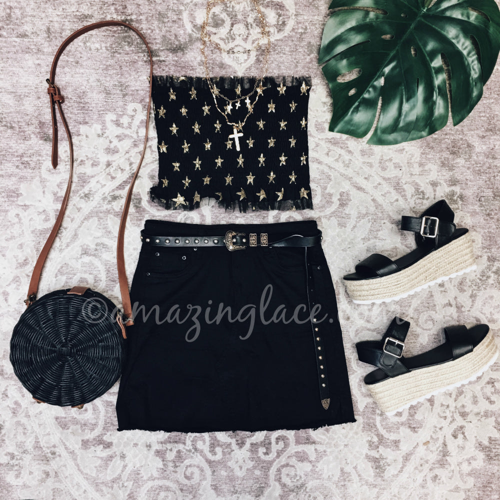 STAR CROP TOP AND BLACK SKIRT OUTFIT
