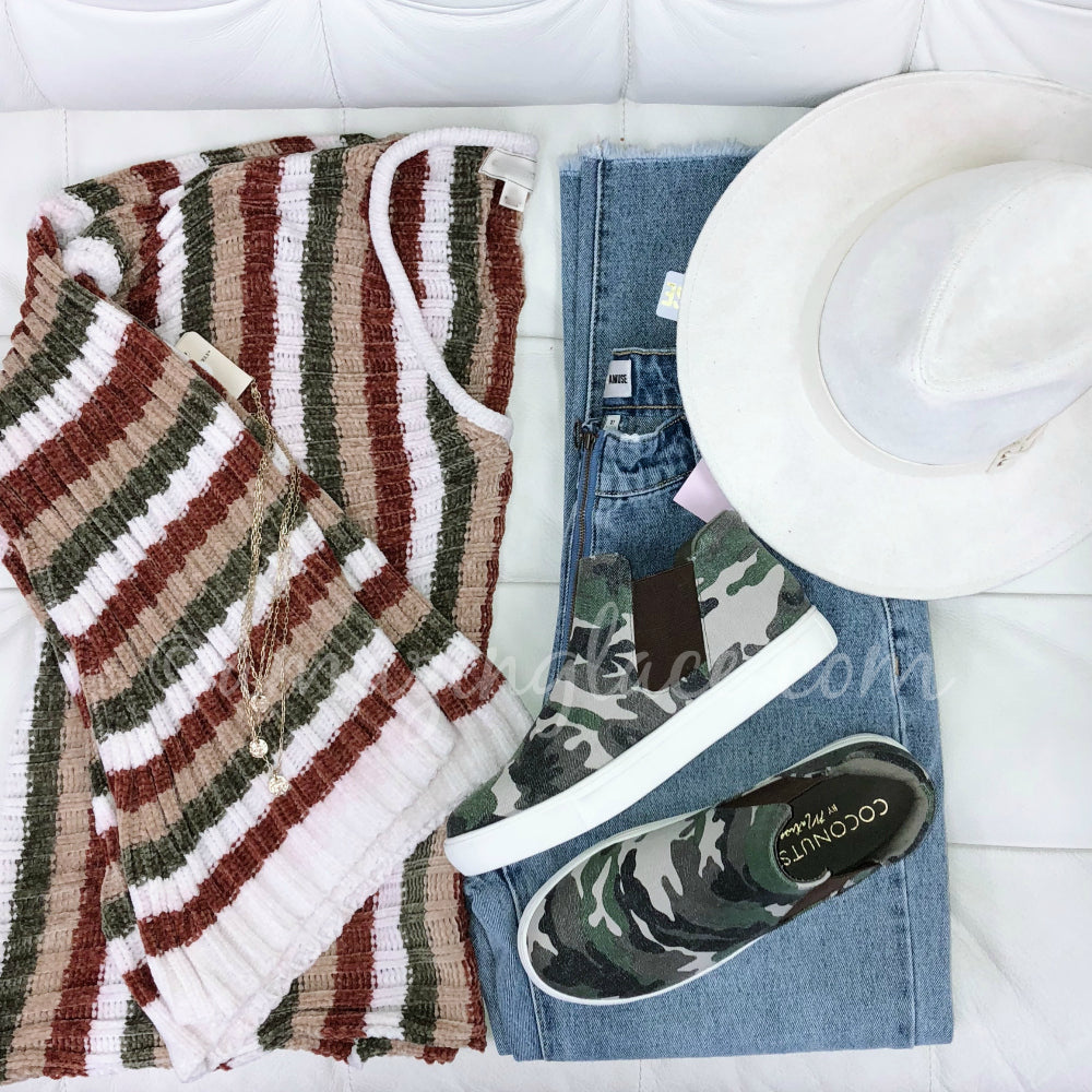 STRIPE FLARE SLEEVE SWEATER AND JEANS WITH HAT OUTFIT