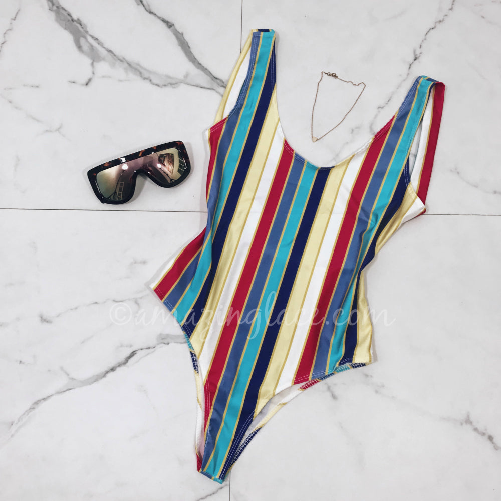 STRIPED ONE PIECE SWIMSUIT OUTFIT