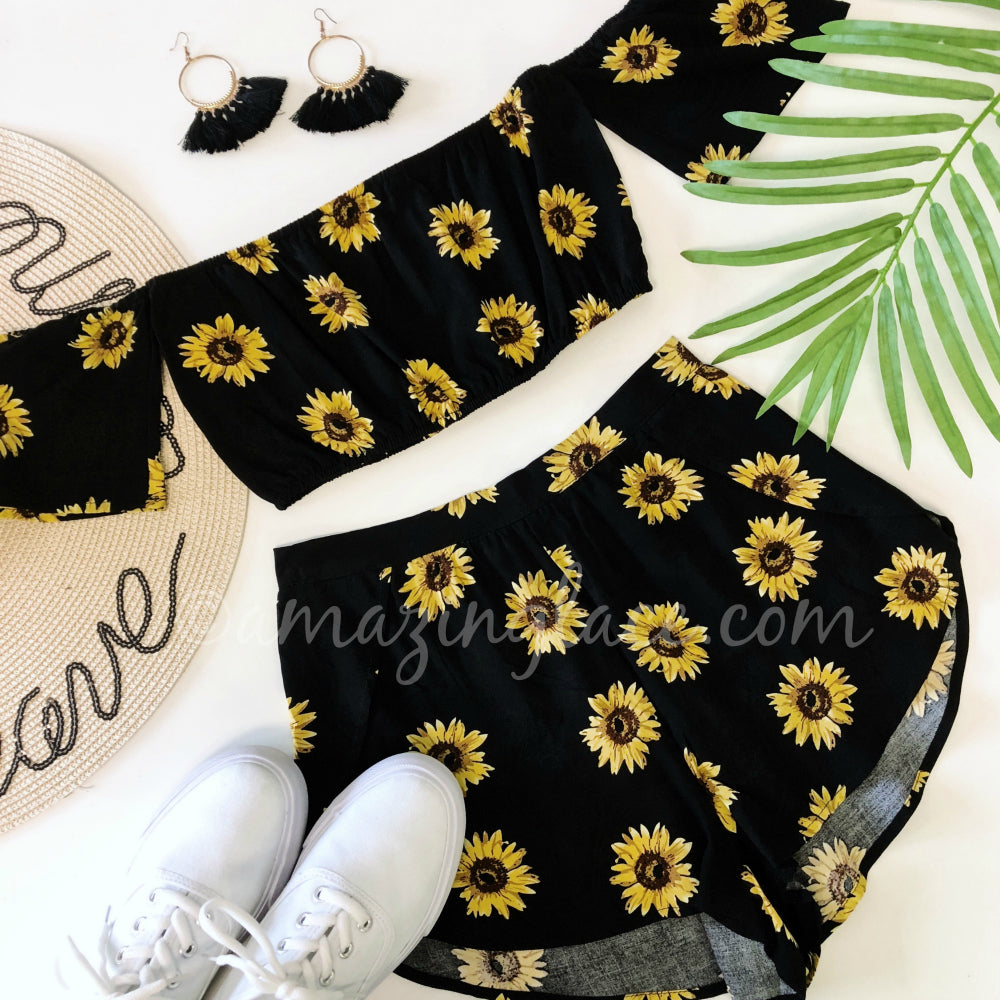 SUNFLOWER SET AND SNEAKERS OUTFIT