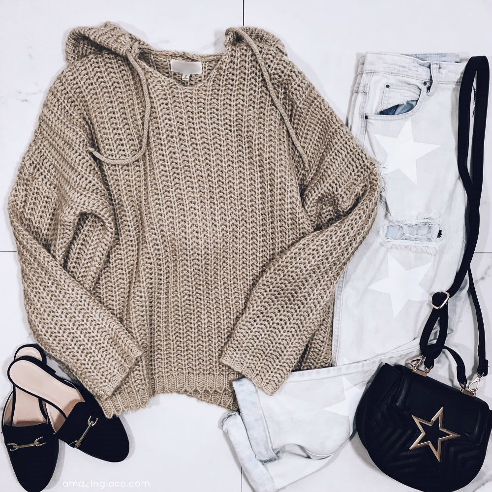 HOODED SWEATER AND STAR DENIM OUTFIT