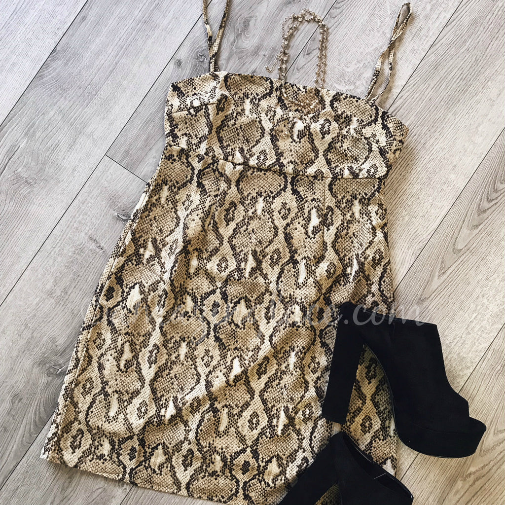 SNAKE PRINT DRESS AND BLACK HEELS OUTFIT