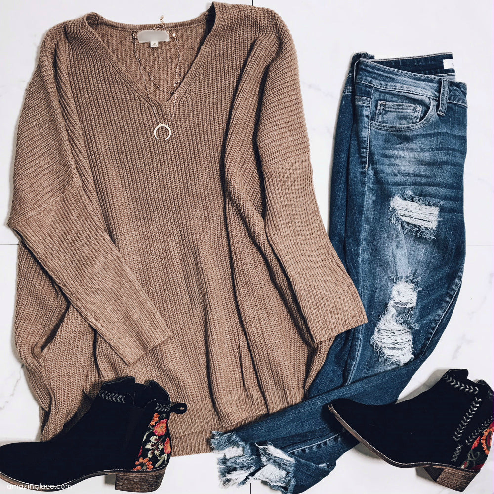 TAUPE SWEATER WITH POCKETS AND JEANS OUTFIT