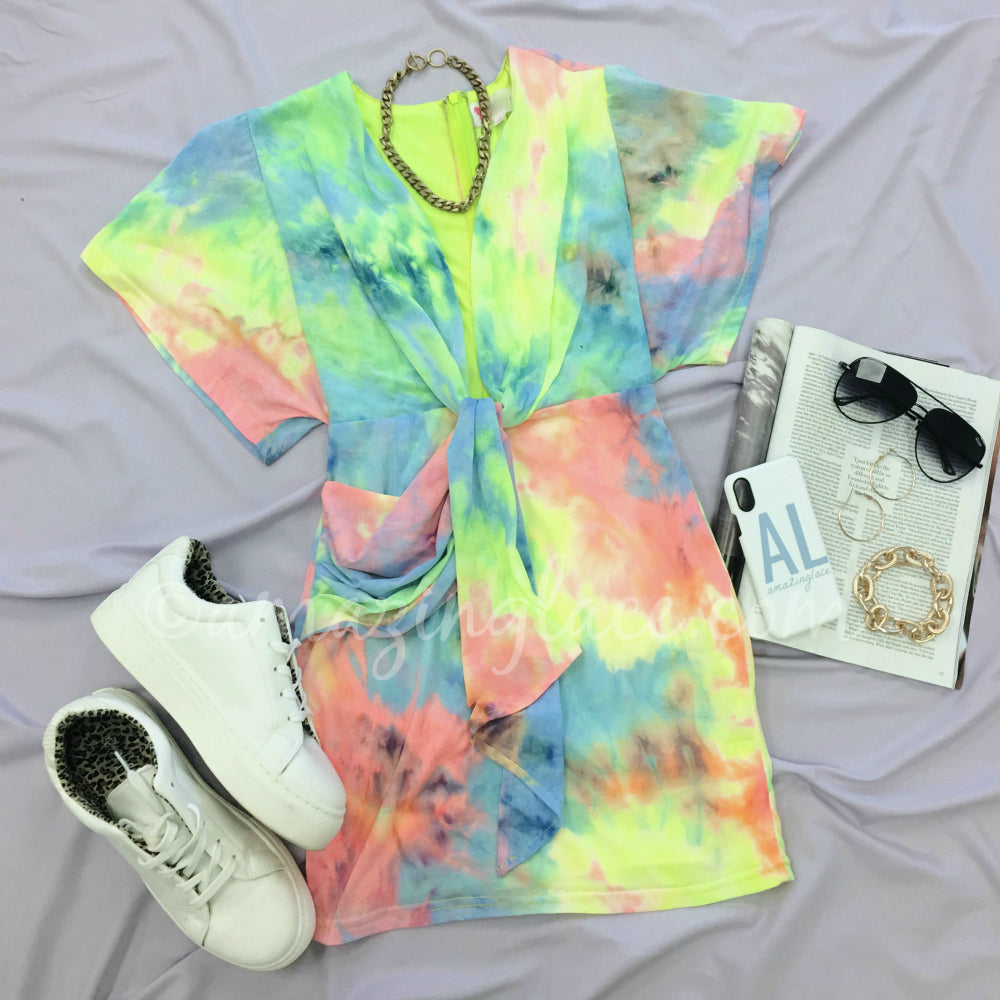 TIE DYE DRESS AND WHITE SNEAKERS OUTFIT