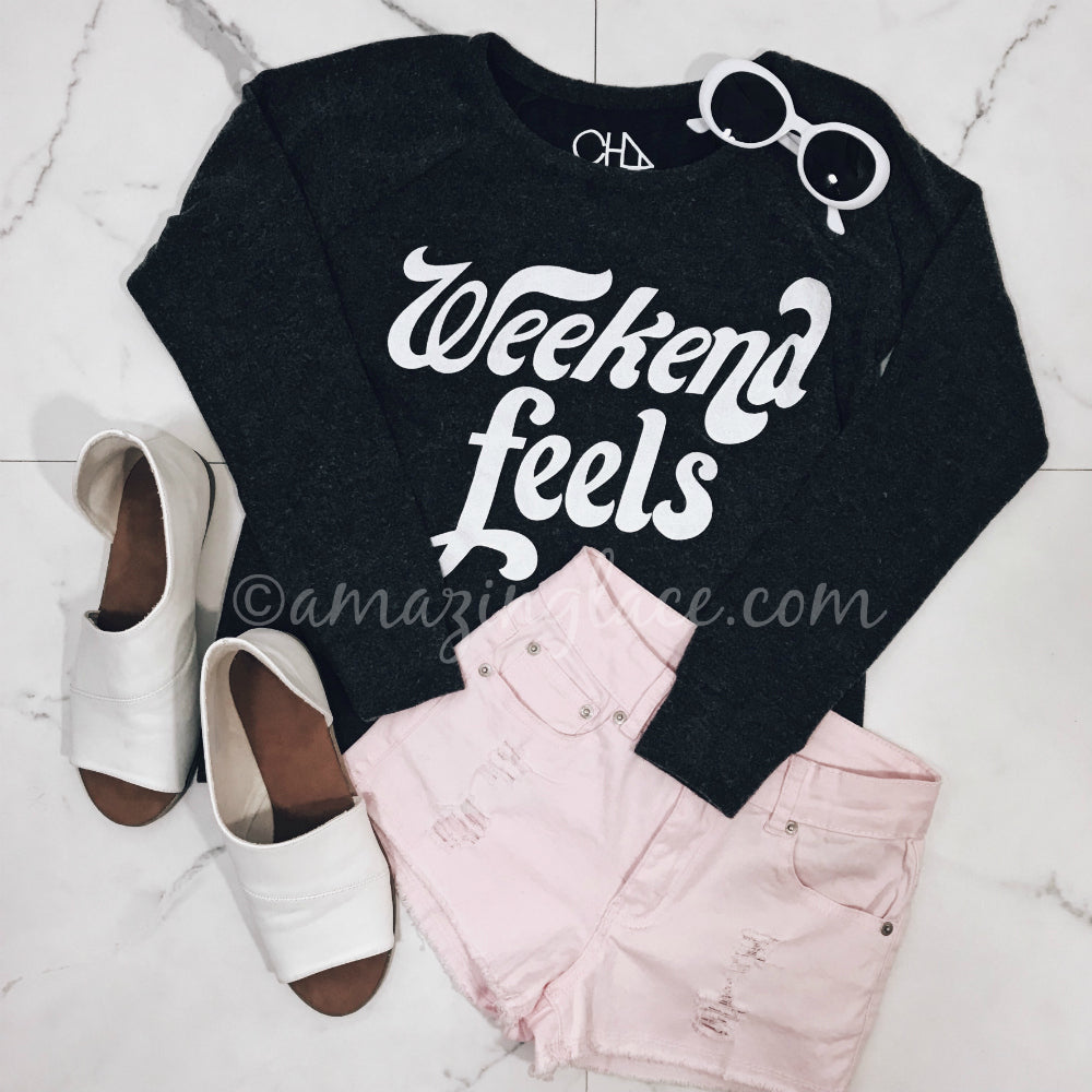 WEEKEND FEELS SWEATER AND PINK SHORTS OUTFIT