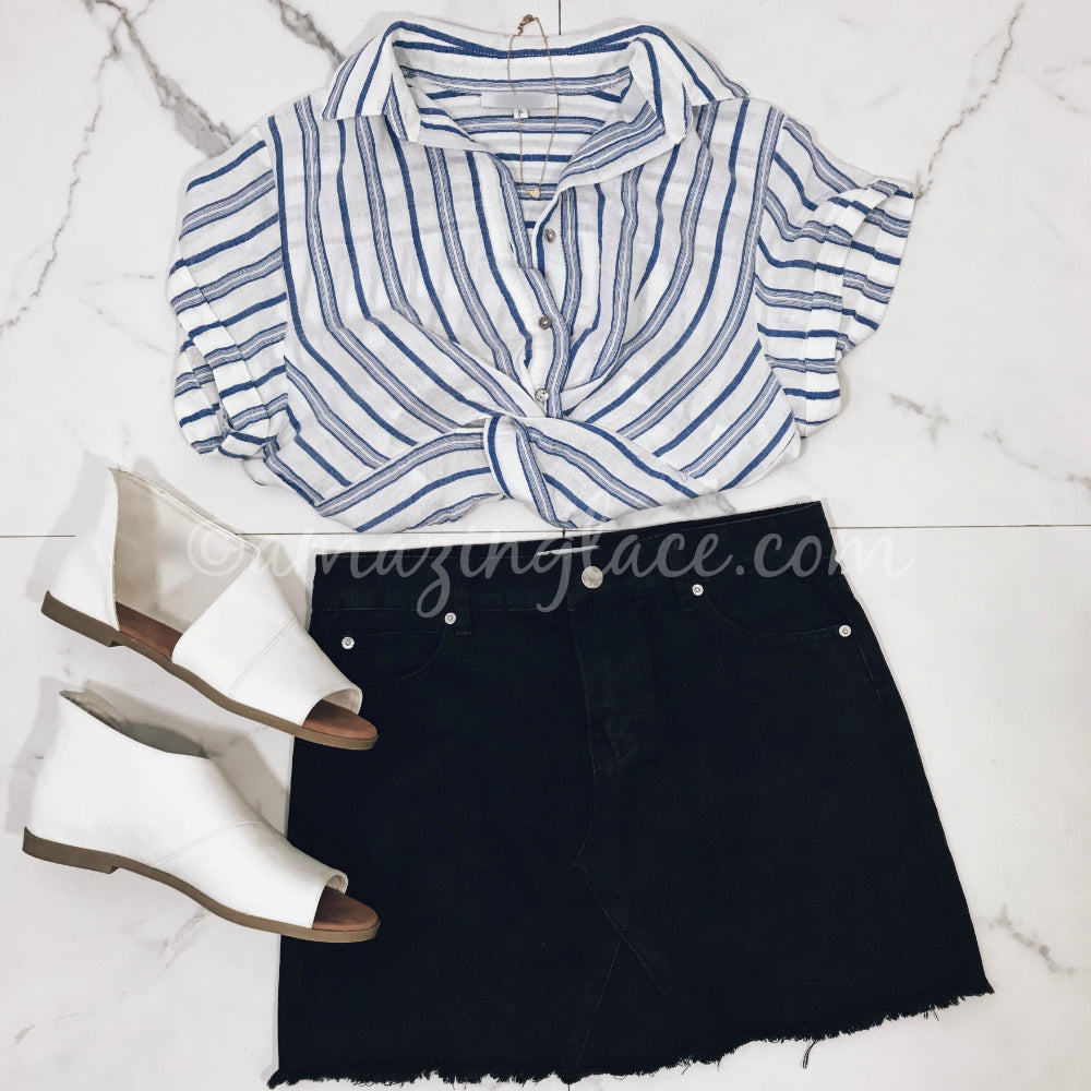 STRIPED TOP AND BLACK DENIM SKIRT OUTFIT